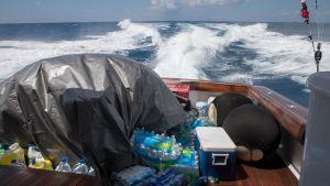 En båt med förnödenheter.