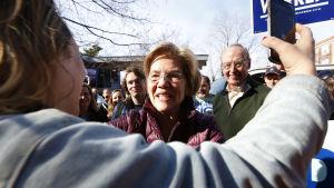 Elizabeth Warren för kampanj hemma i Massachusetts.