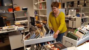 Camilla Rappe i Ekenäs bibliotek.