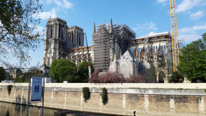 Katedralen Notre Dame de Paris ett år efter branden.