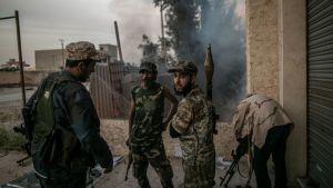 Över 2 000 pro-turkiska rebeller kämpar för den libyska regeringen i och omkring huvudstaden Tripoli.