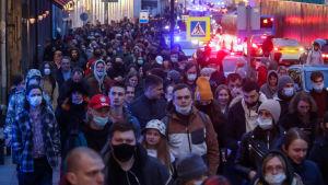 Tusentals människor demonstrerade för Aleksej Navalnyj bland annat i Moskva och Sankt Petersburg trots att manifestationerna var förbjudna.