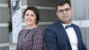 Bahar Mozaffari (till vänster) och Ramin Akhi valdes till årets flyktingkvinna respektive årets flyktingman i Tammerfors den 11 mars 2017.