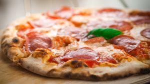 Pizza lähikuvassa.