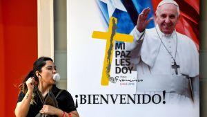 Påven Franciskus välkomnas till Chile.