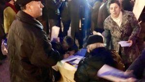 Demonstranter i Skopje, Makedonien skriver under en adress mot alla sorters kompromisser med Grekland i namntvisten angående landets namn.