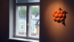 Konstverk i gammalt galleri.