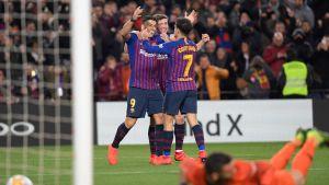 FC Barcelona firar ett mål mot Sevilla.