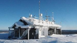 Pallaksen tutkimusasema lumisessa Sammaltunturissa