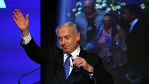 Netanyahu höll ett tal till sina anhängare i Tel Aviv efter klockan tre på natten till onsdagen - då resultatet fortfarande var ovisst.