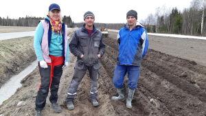 Nataliia Klymyk, Ruslan Klymyk och Vitalii Vakar från Ukraina jobbar i Ingå.