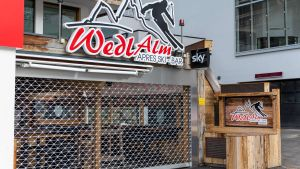 Barerna stängdes på skidorten Ischgl i Österrike 13.3.2020 på grund av coronaviruset