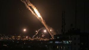 Bild på raket som avfyrats från Gaza mot Israel.