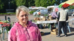 Ilse Klockars som är marknadsföringschef i Hangö säger att torget är viktigt.