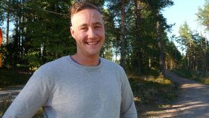 Ian Granström ute invid Karis spånbana