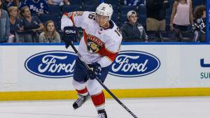 Aleksander Barkov i Floridas NHL-tröja.