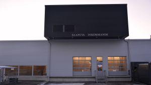 Dörren för anländande varor till Borgå centralkök