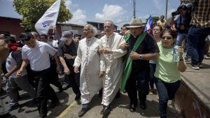 Ledarskapet för den nicaraguanska katolska kyrkan skyddar demonstranter som tog skydd i en kyrka söder om huvudstaden Managua.