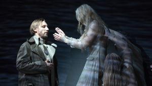 Pekka Strang som Post-Anton i operan Jää (Is).