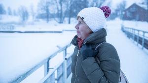 Anna-Maja Henriksson katsoo horisonttiin