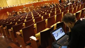 Internetaktivisten och juristen Max Schrems väntar på ett EU-domstolsbeslut.