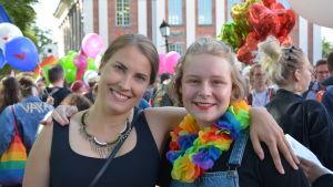 Sonja Rosenqvist och Ingrid Möller på Åbo Pride 2019.