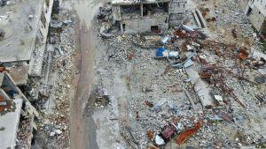 Sönderbombade byggnader i staden Kafranbel i södra Idlib