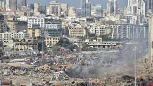 Massiv förstörelse efter explosion i Libanons huvudstad Beirut