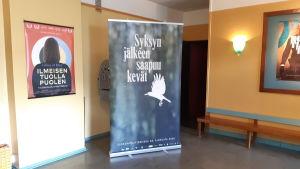 Plansch över en film som ska visas i bio Pallas i Karis.