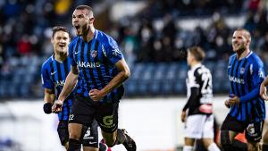 Arttu Hoskonen firar Inters 2–0-mål i den 16:e minuten.