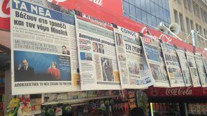 Tidningarna skriver om krisen i Grekland.