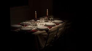 Bild på ett middagsbord.