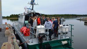 Elever från Suomussalmi och Korsholm fick bekanta sig med sjöbevakningen på Vallgrund.