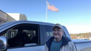 Waybne Moore står utanför vapenbutiken med ett etiskt dilemma kring valet av senator i Alabama