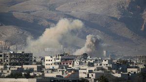 Regimstyrkornas bombardemang mot staden Hamouria, östra Ghouta, på lördagen.