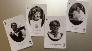 : Kansanmusiikki-instituutin mestaripelimannikorttipakan kuningattaret ovat Edith Tuomi, Irja Kuoppala, Tyyne Pahkamäki ja Kaisu Försti.