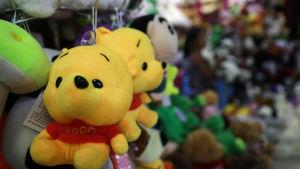 Nalle Puh-leksaker säljs i en butik i Kina.
