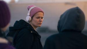 Selma Vilhunen under inspelningarna av Hölmö nuori sydän.