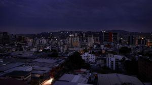 Området Chacao i mörker då Caracas drabbades av elavbrott 7.3.2019.