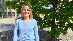 Tanja van Veldhuizen på Arkens gård i Åbo.