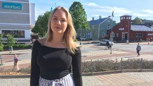 Emma Lindvall i Mariehamns centrum.