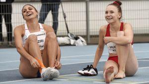Nooralotta Neziri och Reetta Hurske väntar på resultat.