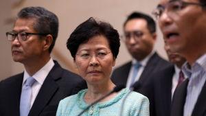 Hongkongs hårt trängda regeringschef Carrie Lam vägrar förhandla med demokratiaktivister