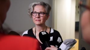Vuokko Piekkala intervjuas.