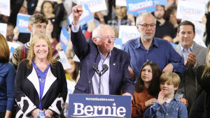 bernie sanders tackar sina väljare i Vermont för stödet och firar sin seger.