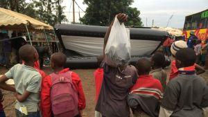 ulkoilmanäytöksen kangas kohoaa Kiberassa