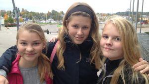 Daniela, Rebecca och Elin vid Konstfabriken i Borgå