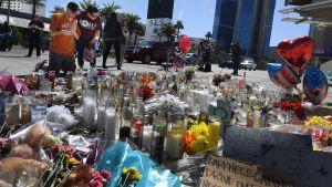 Blommor till minnet av offren i Las Vegas.