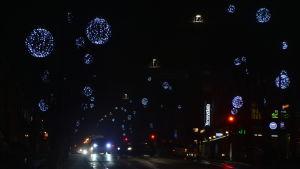 Julbelysning längs Mannerheimgatan i Borgå.