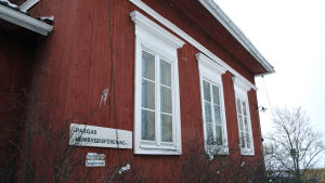 Fönster på Ordenshemmet på Museibacken.
